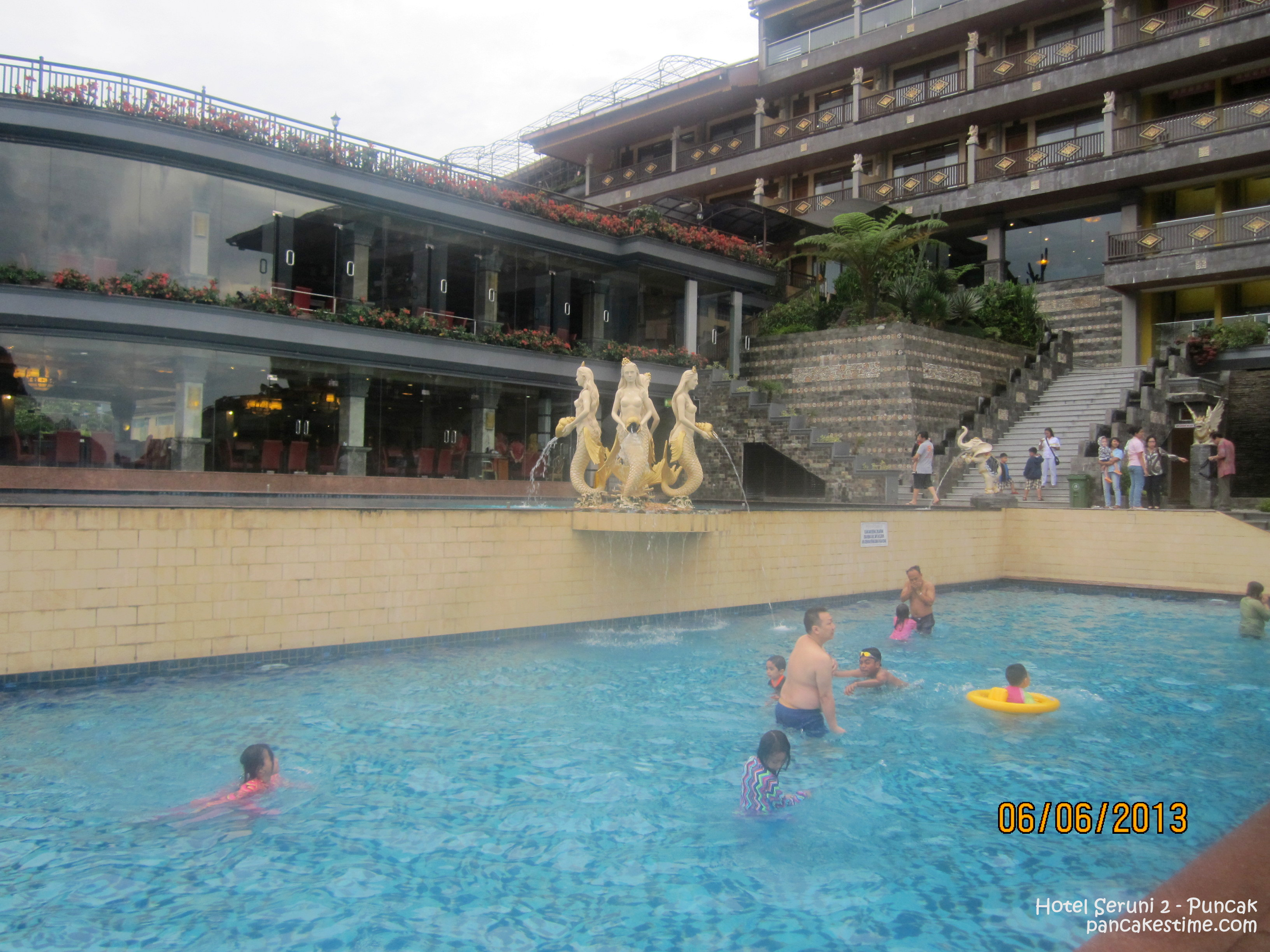 Review Hotel Seruni Pancakes Time