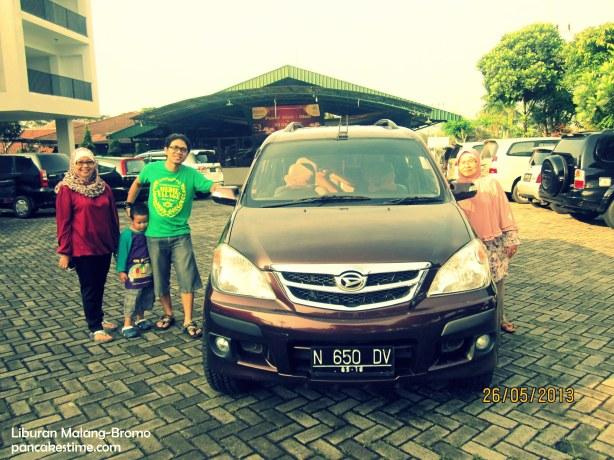 Makasih pinjaman mobilnya ya, Tante Elli dan Om Tatok ^^