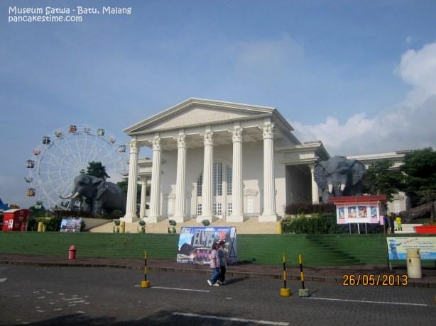 Museum Satwa yang paling kiri