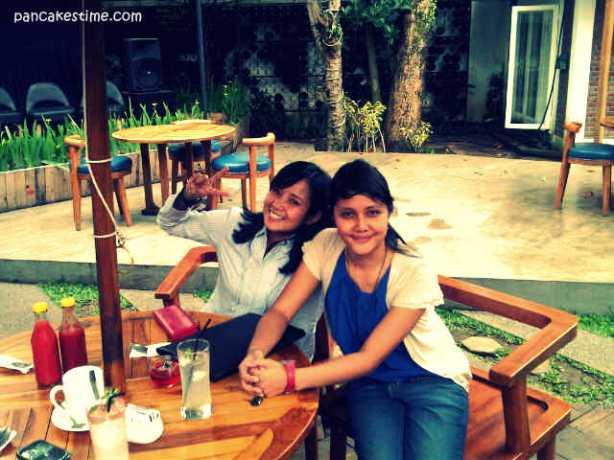Habis seminar langsung makan doonk. At Siete, Bandung with Fanny, temen seperjuangan.