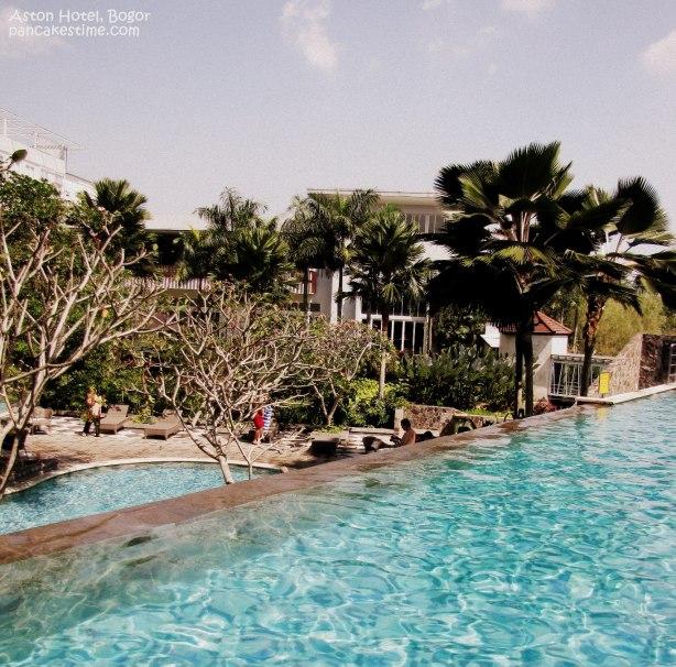 pool dewasa (atas), pool anak2 (bawah)